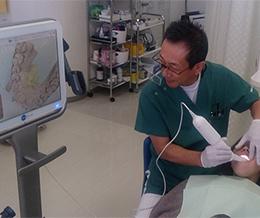 世界最新の光学式口腔内スキャナー。従来のシリコン印象の型取りが必要ありません。